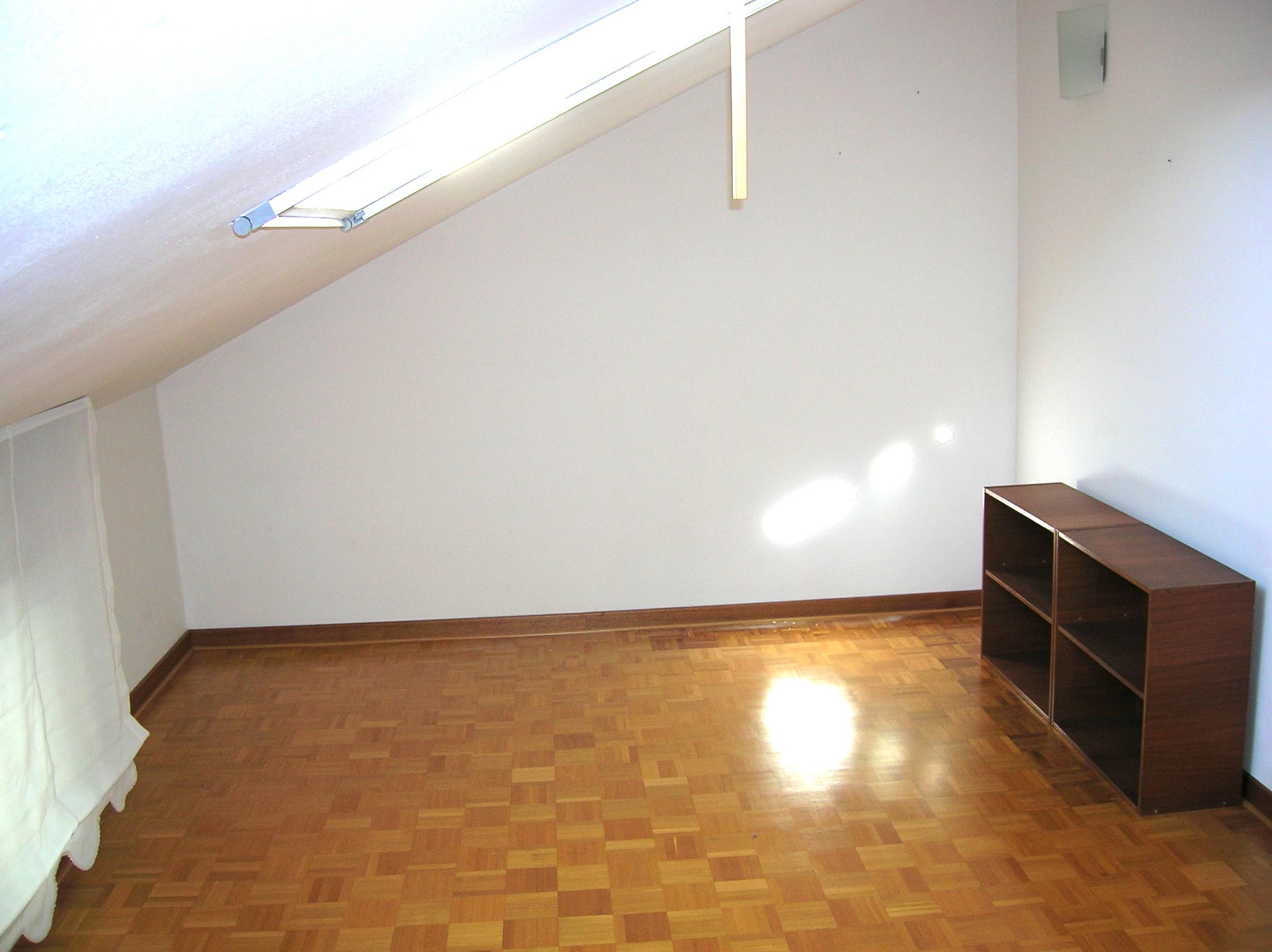 Via Colugna interni: Affittasi appartamento bicamere su due livelli con garage e cantina